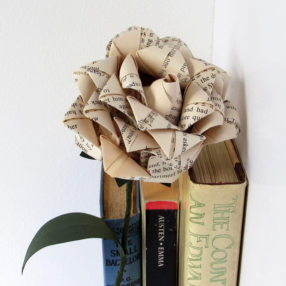Book pages rose, wonderful first anniversary gift, hand folded by the origami boutique.