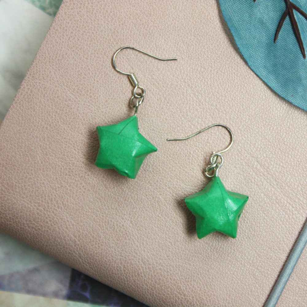 Hanging green star earrings. Folded origami by the handmade boutique.