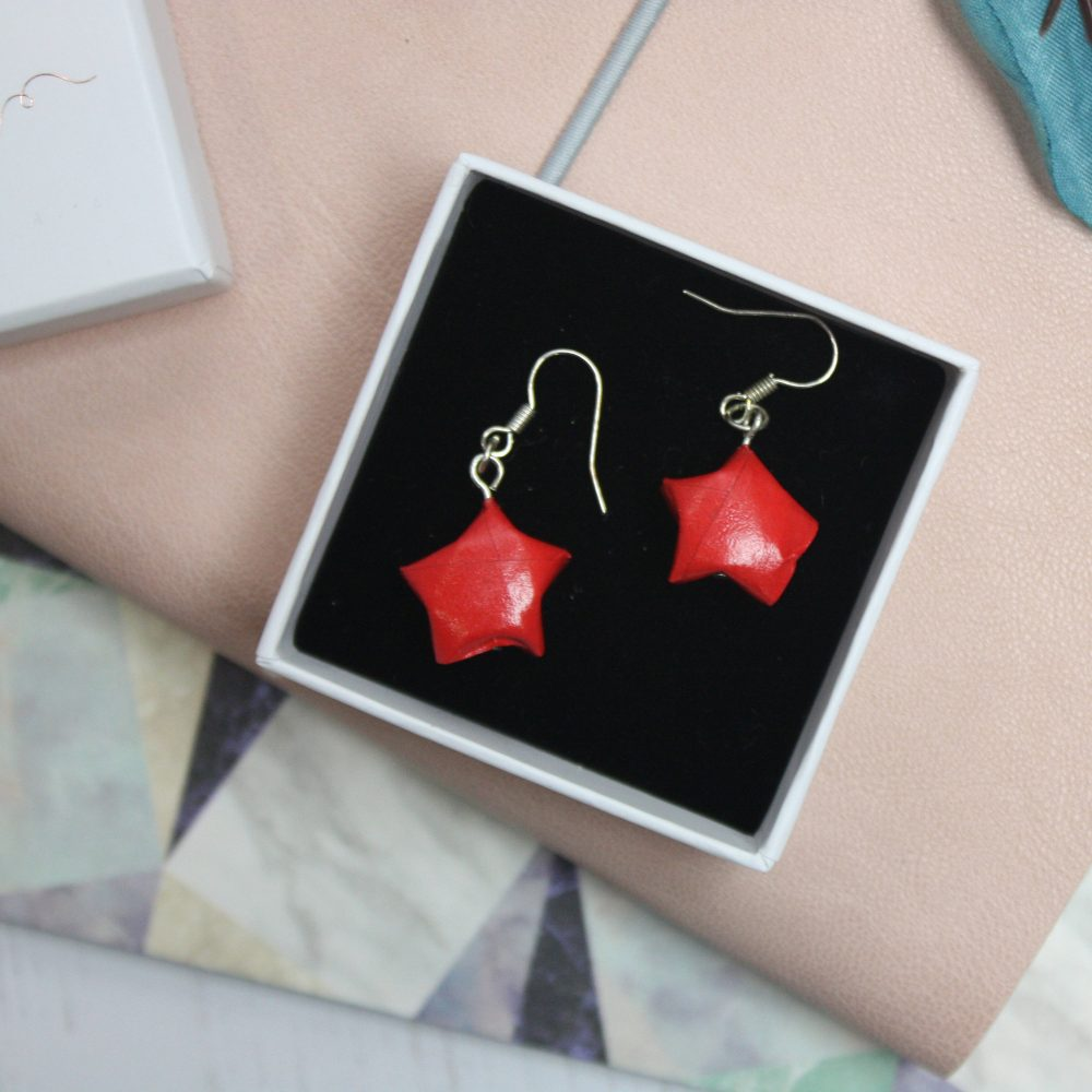 Dangling red star earrings. hand folded by the origami boutique, London. Posted in little presenation box.