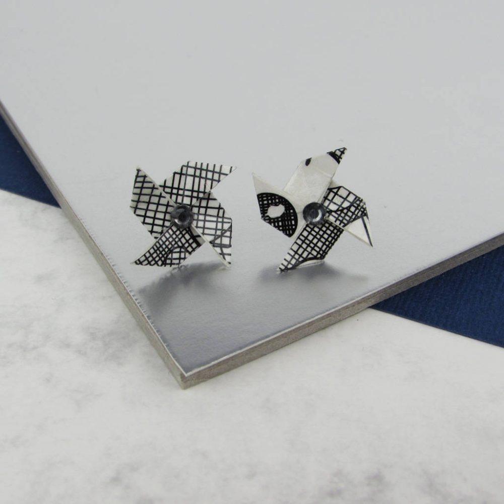 Origami earrings with rhinestone, in scraffito pattern.